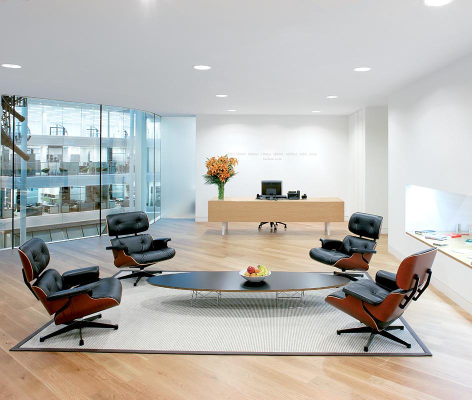 New home arreda molfetta arredamento casa mobili letti for Poltrone vitra